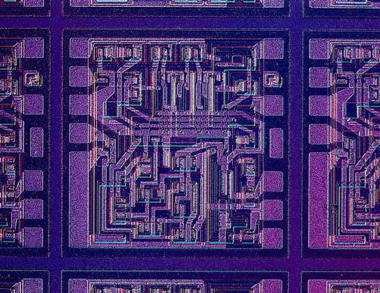 IGDA     МИНИАТЮРИЗАЦИЯ ЭЛЕКТРОННЫХ КОМПОНЕНТОВ. Компьютерная интегральная микросхема размером менее 1 мм2.