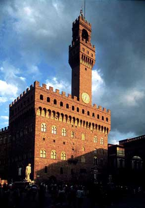 IGDA/G. Berengo Gardin     ПАЛАЦЦО ДЕЛЛА СИНЬОРИЯ, или Палаццо Веккьо (Флоренция, строительство начато в 1299, достраивалось в 15–16 вв.).