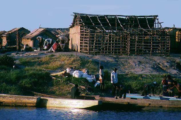 IGDA/S. Vannini     КАНАЛ, соединяющий реку Замбези с окраиной города Монгу в западной Замбии