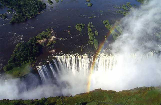 IGDA/G. Sioen     ВОДОПАД ВИКТОРИЯ на реке Замбези на границе Замбии и Зимбабве