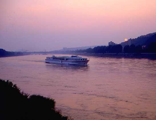 IGDA/C. Sappa ДУНАЙ, вторая по длине река Европы, в районе Братиславы.