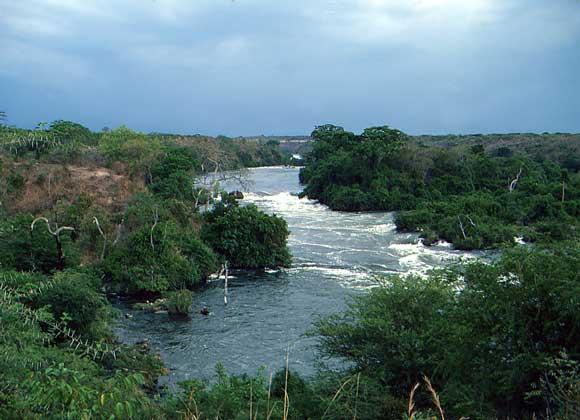 IGDA/M. Bertinetti ВИКТОРИЯ-НИЛ – порожистая река в Восточной Африке, берущая начало из оз.Виктория и впадающая в оз.Альберт.