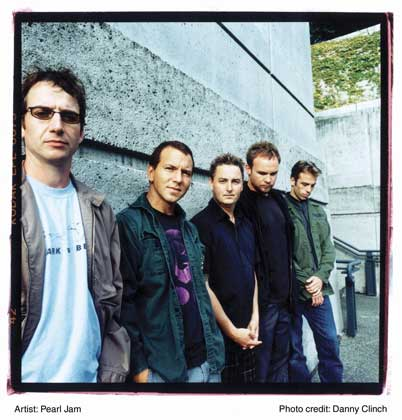 Copyright ©  2002 Sony Music Entertainment Inc., Photo by Danny Clinch.     ПЕРЛ ДЖЕМ (Pearl Jam)