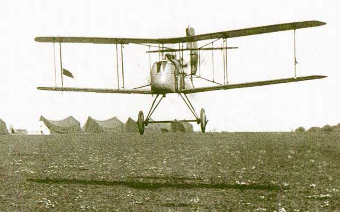 Courtesy of Rosebud's WWI and Early Aviation Image Archives     САМОЛЕТ DH-2 в полете
