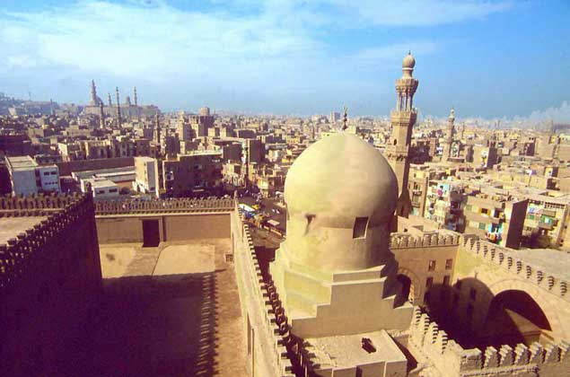 МЕЧЕТЬ ИБН ТУЛУНА в Каире (876–879) IGDA/A. Vergani